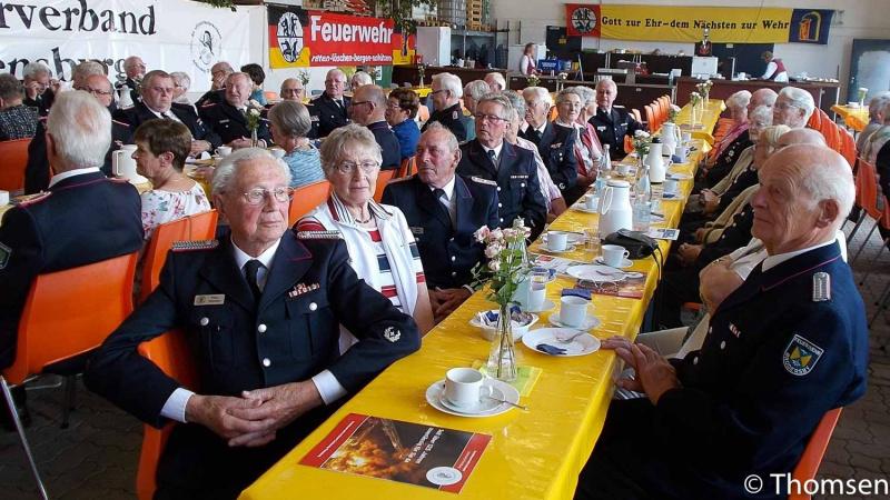 Mitglieder des Kameradschaftsbundes ehemaliger Wehrführer feiern mit