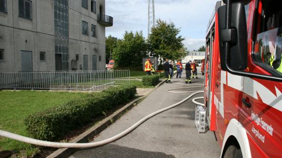 Feuerwehren üben am Übungsgelände an der Landesfeuerwehrschule