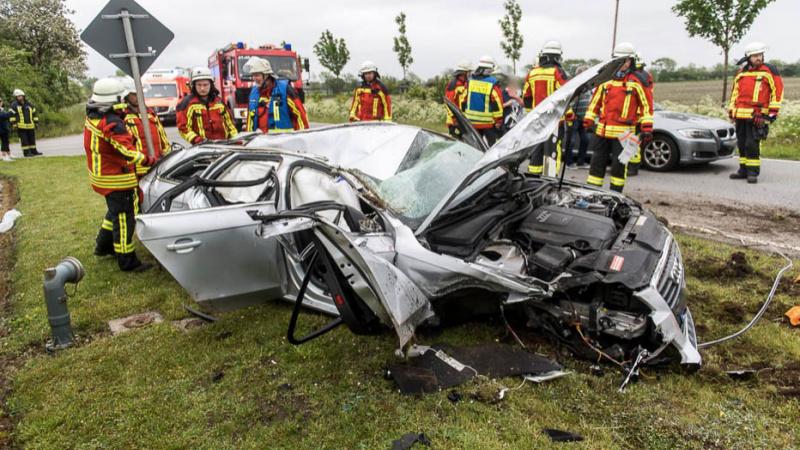 Sechs Verletzte bei schwerem Verkehrsunfall in Ellund auf der L192