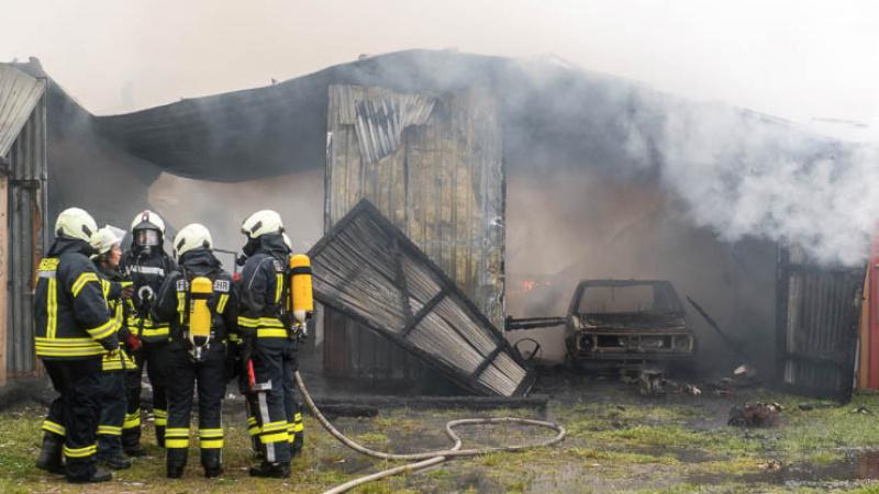 Jübek: Großeinsatz für die Feuerwehr – Mehrzweckhalle in Vollbrand
